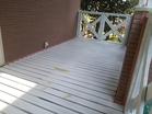 木部用下塗りを塗装後、割れや傷の補修を行いました。